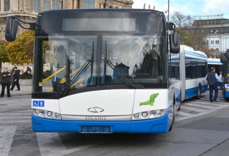Автобус от градския транспорт премаза крака на 82-годишна варненка