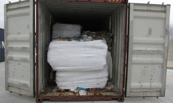Откриха 25 контейнера със съмнителни отпадъци на пристанище Варна-Запад