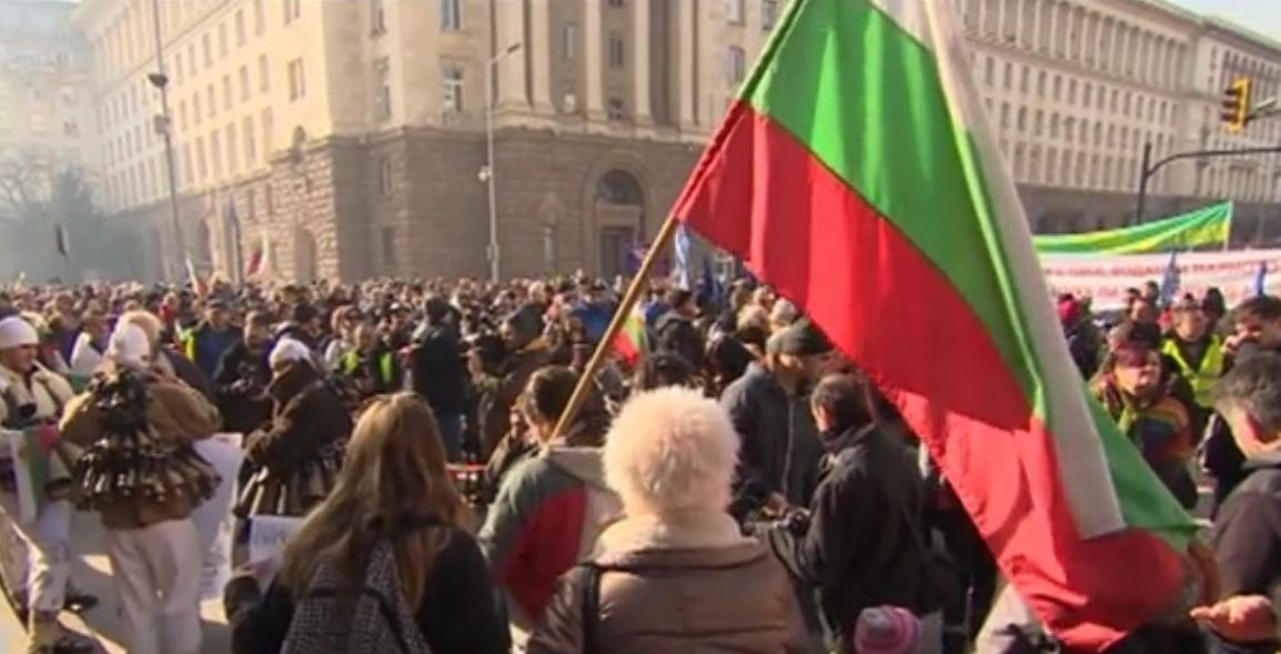 Перничани протестираха в столицата