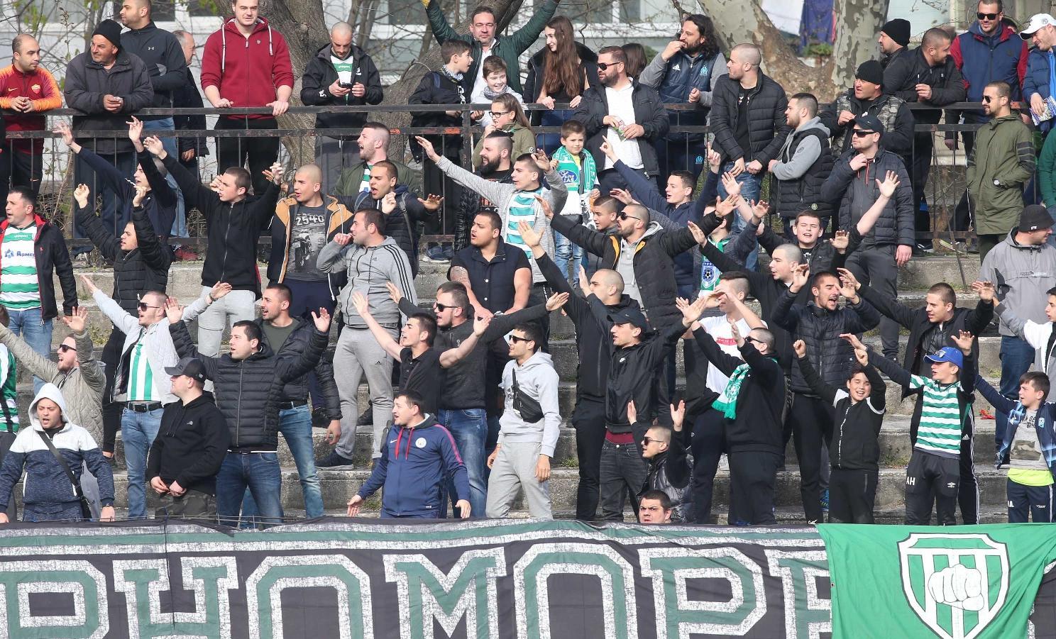 Футболни фенове от Варна обраха бензиностанция в Бургас