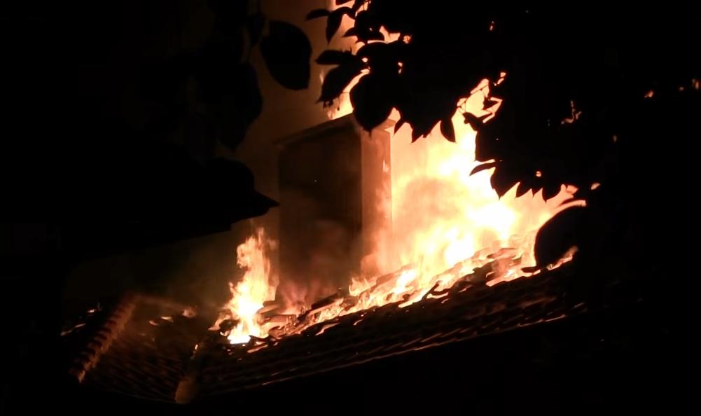 Къща пламна в Игнатиево навръх Нова година