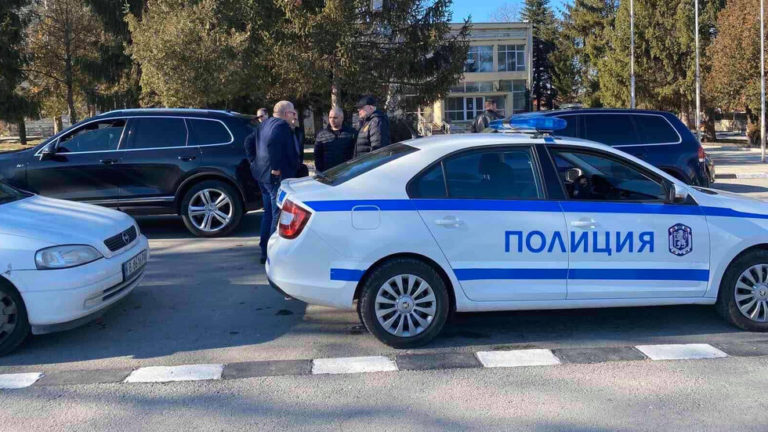 Задържаха 11 лица след спецакция на прокуратурата и МВР в Белослав и Синдел