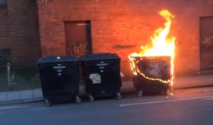Два ПВЦ контейнера изгоряха във Варна