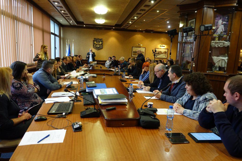 """ПК """"Финанси и бюджет"""" гласува бюджета на Варна след 5-часови дебати"""