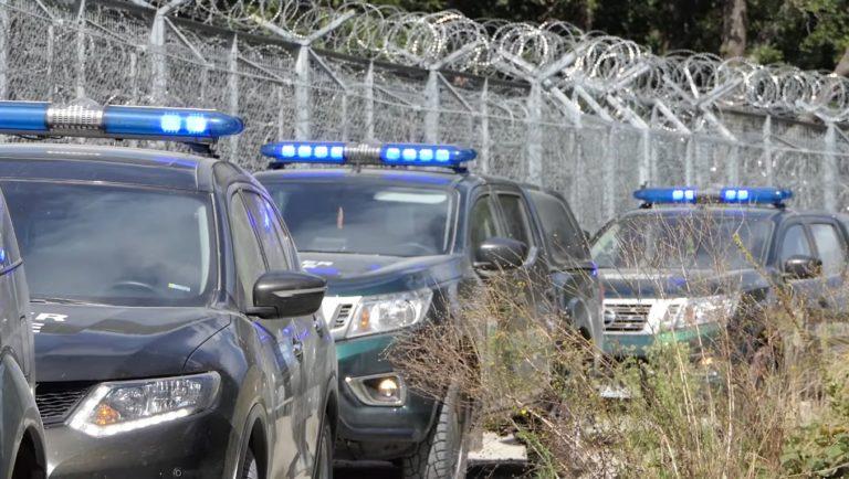 Гранична полиция е отблъснала две групи бежанци, армията е в готовност