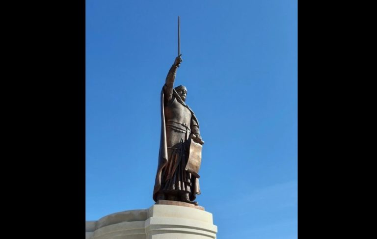 """Скулптура на Цар Калоян зае своето място в """"Исторически парк"""""""