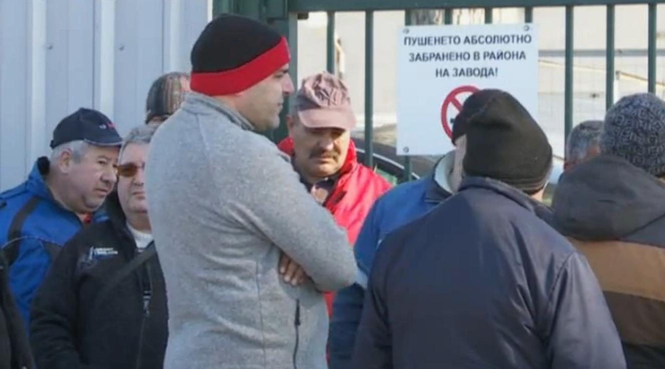 Работници от Девня без заплати от близо два месеца