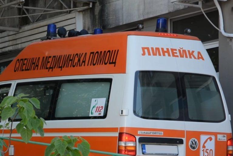 Видимо неадекватен мъж нападна лекар в спешния център
