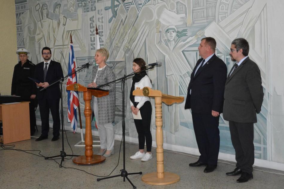 Посланик награди български военнослужещи