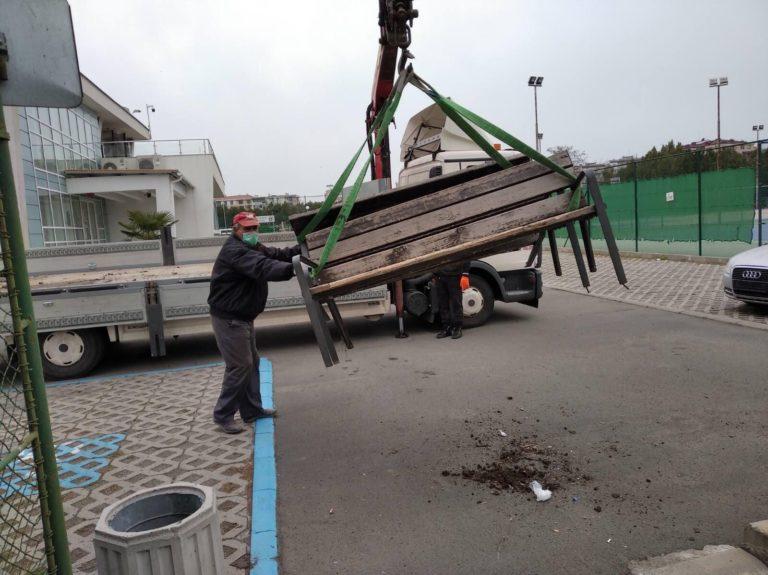 Демонтират пейките в бургаските паркове