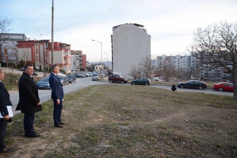 Кметът огледа терени за нови паркинги и зелени зони във Възраждане 3