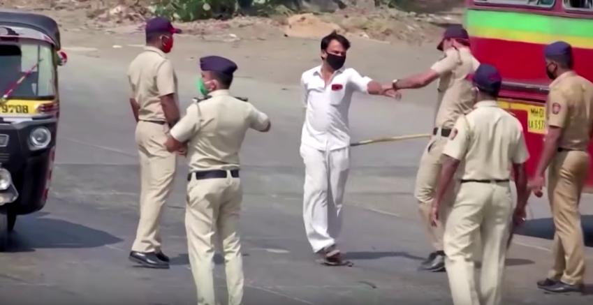 Видео: Бой с пръчка и лицеви опори за индийците, които не спазват мерките срещу COVID-19