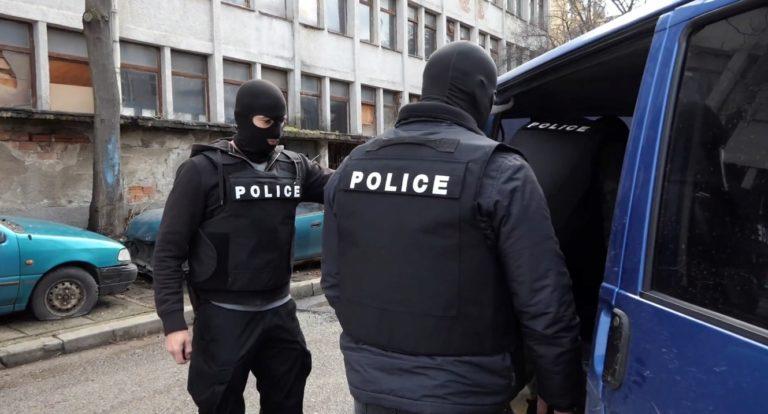 Деветима души от Девня са задържани по време на специализирана операция