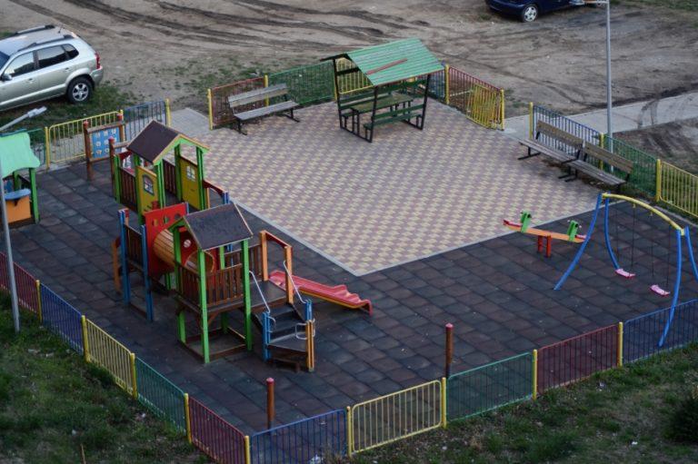 Забраняват се разходките в паркове, градски градини, спортни и детски площадки