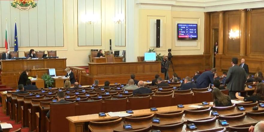Решено: Депутати и министри без заплати по време на извънредното положение