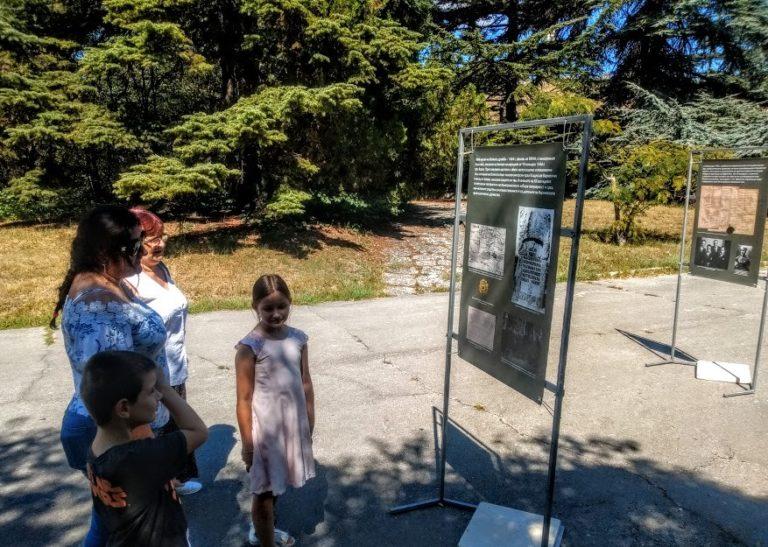 Фотоизложба показва историята на мавзолея на крал Владислав