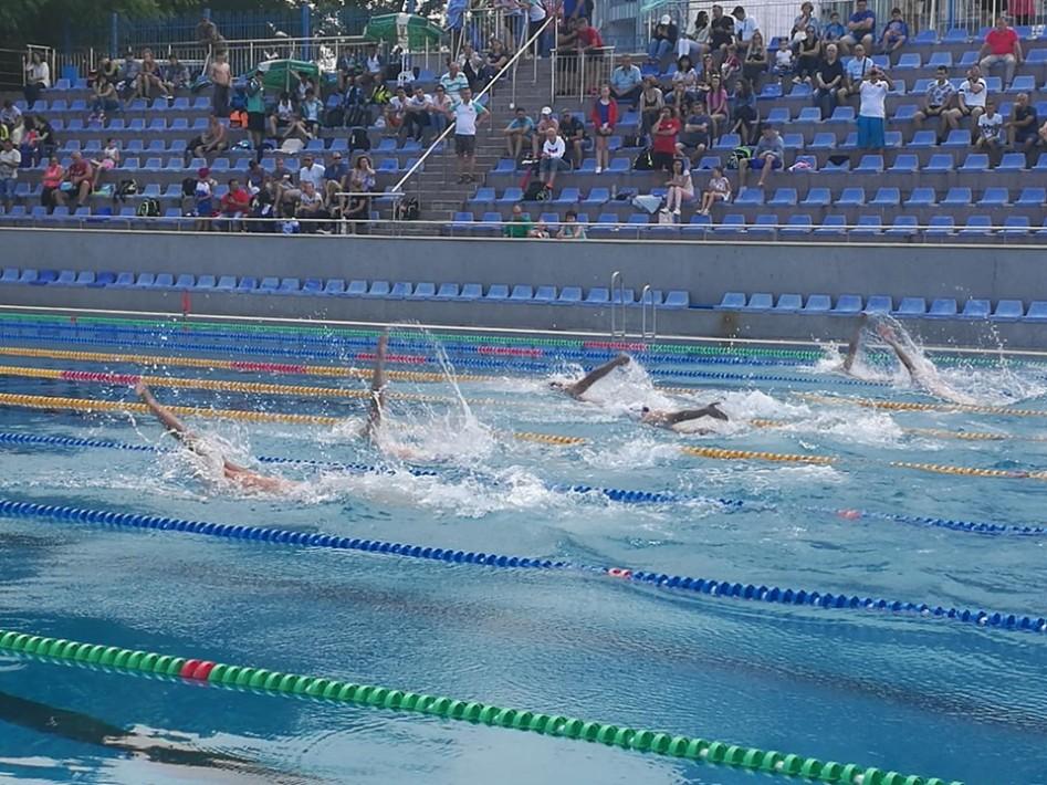 """Над 60 студенти участваха в турнира по плуване на купа """"8-ми Декември"""""""