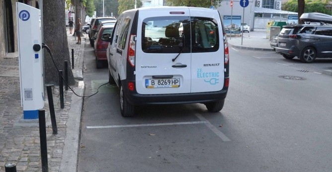 Над 700 автомобила във Варна използват безплатните зарядни станции