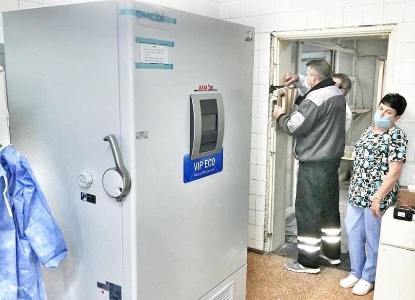 Военните болници в Варна и Пловдив също с фризери за ваксини срещу COVID-19