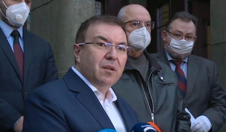 Министър Ангелов информира за установени нарушения при ваксинацията в Сандански