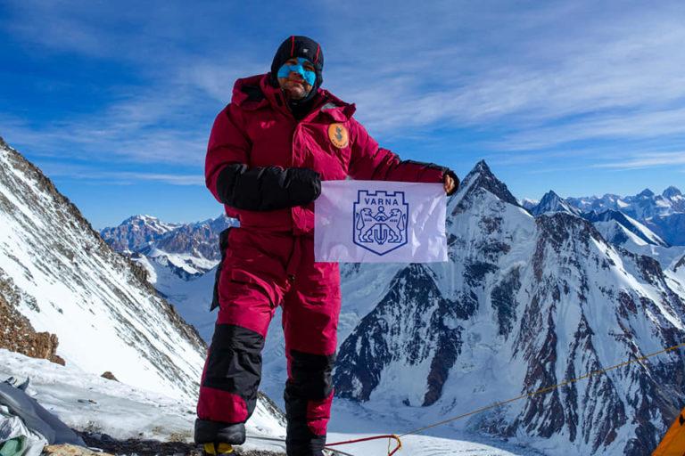 Българският алпинист Атанас Скатов: Палатката ни не устоя на ветровете, но ние не се предаваме!
