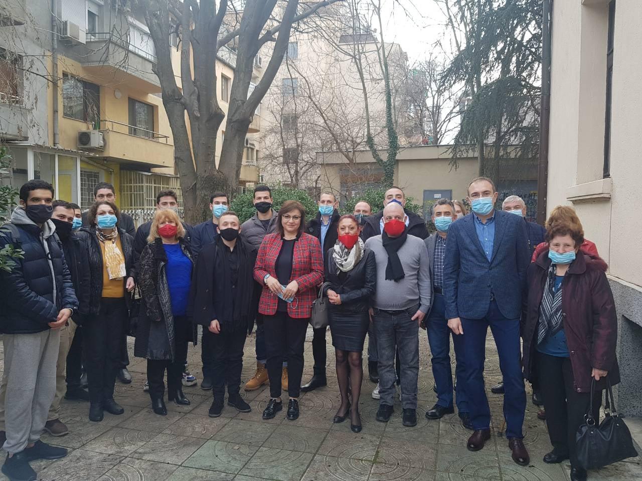 Корнелия Нинова прие нови членoве на БСП във Варна