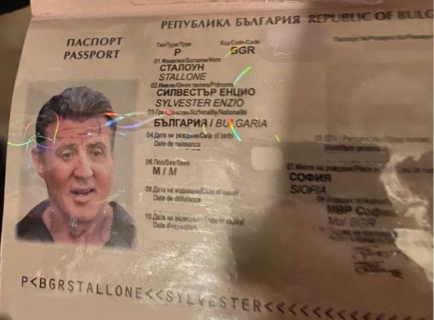 Задържаните фалшификатори направили български паспорт на Силвестър Сталоун