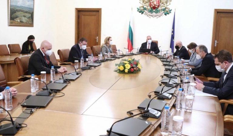 Разхлабване на противоепидемичните мерки в определени сектори и бизнеси бе обсъдено на работно съвещание