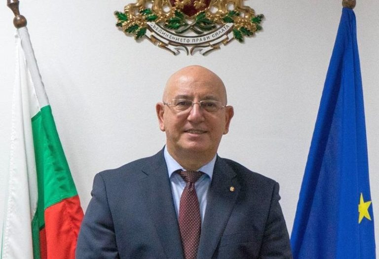 Министър Димитров разпореди проверка за укриване на информация за замърсяване на Варненското езеро