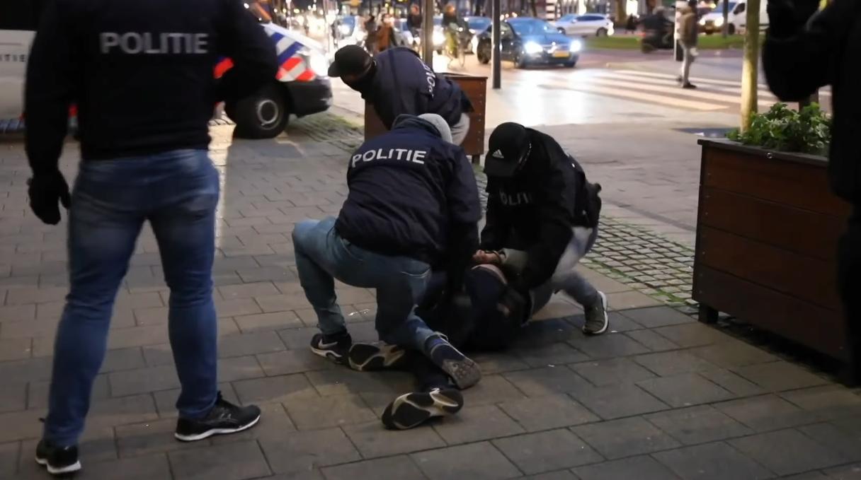 Видео: Близо 200 арестувани в Нидерландия след снощните размирици