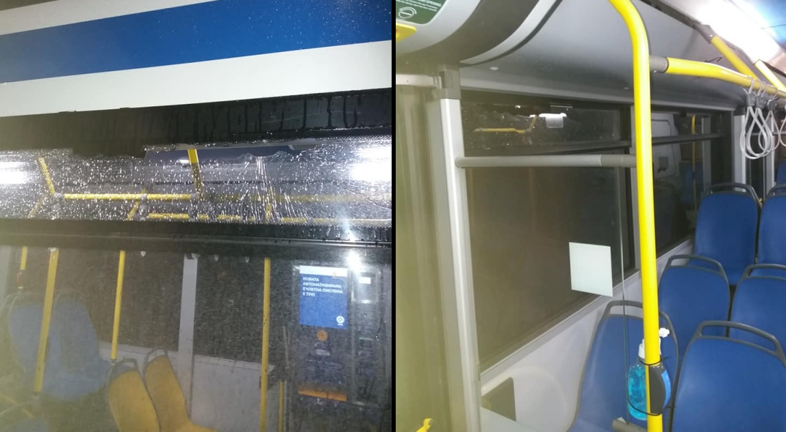 Вандали счупиха стъкло на автобус от градски транспорт