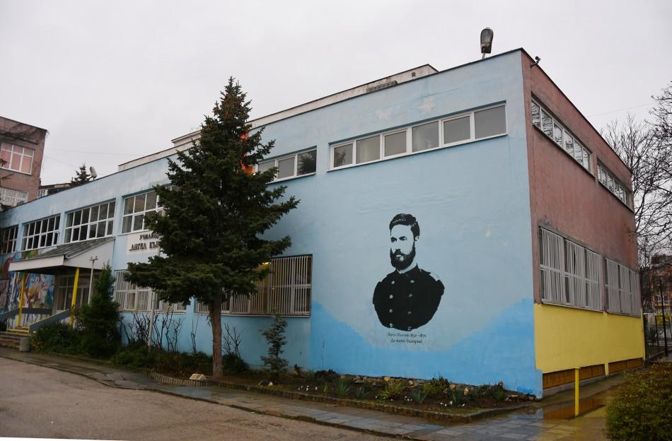 Още две училища във Варна – с рисувани фасади