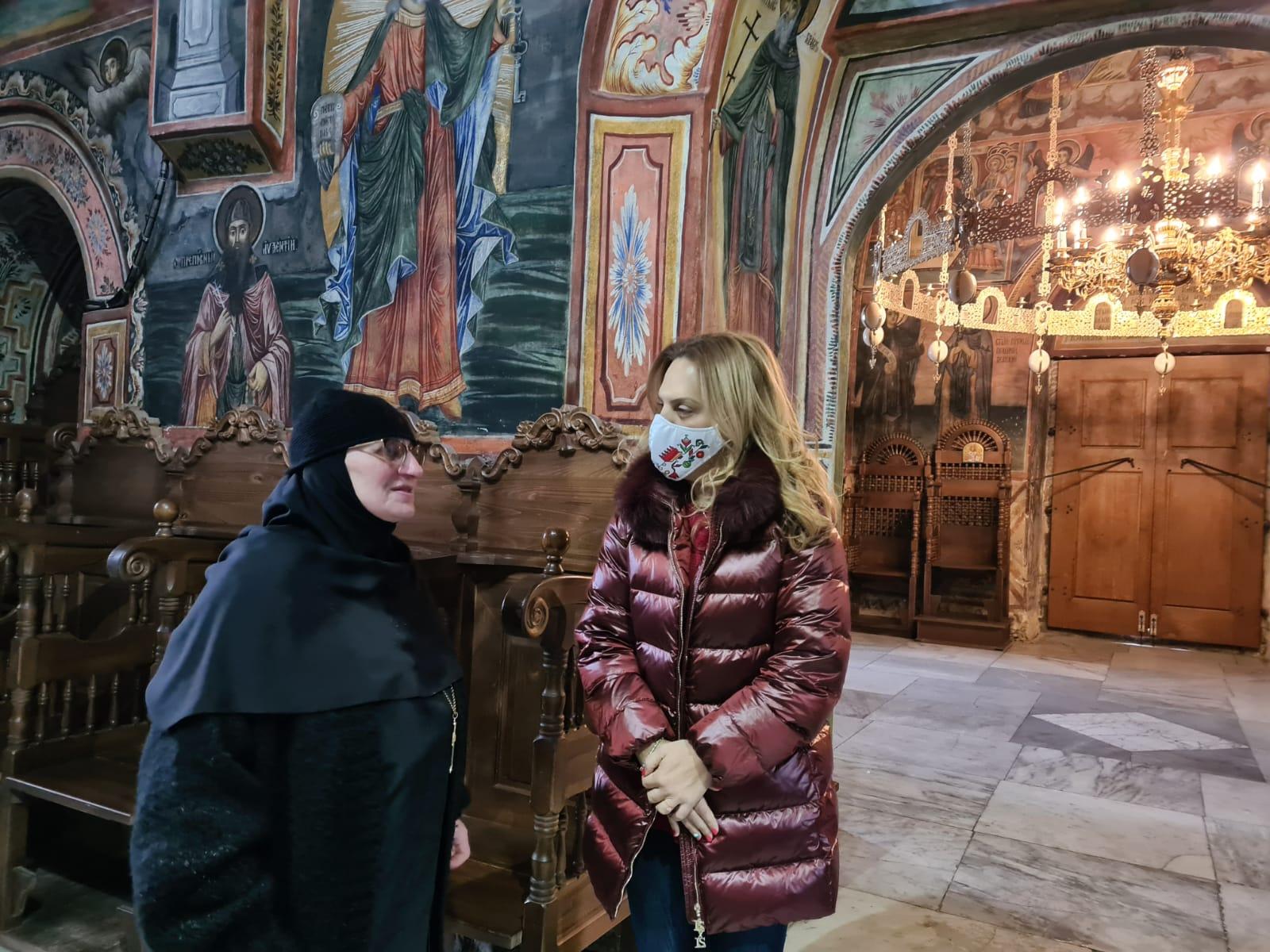 Вицепремиерът Марияна Николова в Троянския манастир: Разработваме маршрути за поклоннически туризъм