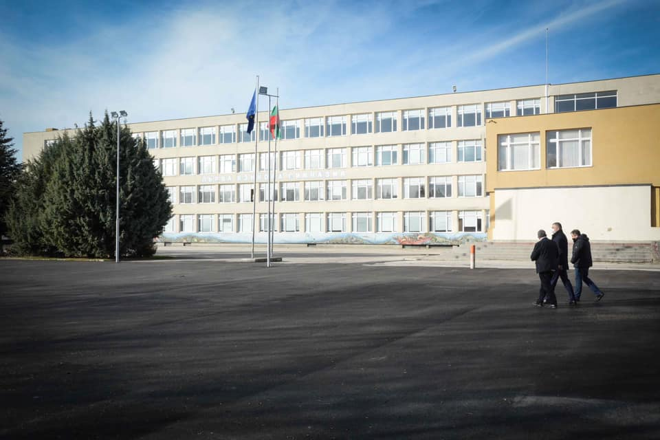 Кметът Иван Портних: Продължаваме с инвестициите в Първа езикова гимназия