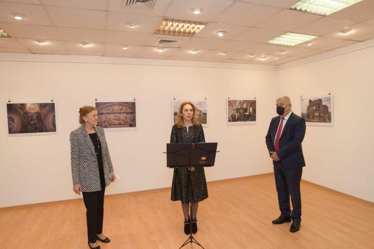 Вицепремиерът Марияна Николова откри Фотоизложбата от Конкурса за фотография на Българския културен институт във Варшава