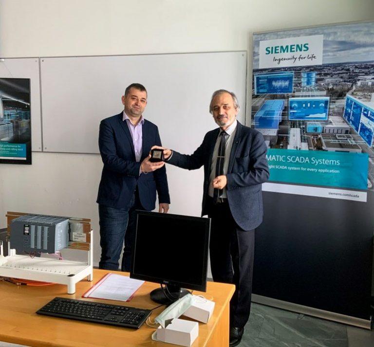 """Siemens България дари модерна апаратура за реновираната лаборатория по """"Mехатроника"""" на ТУ – Варна."""
