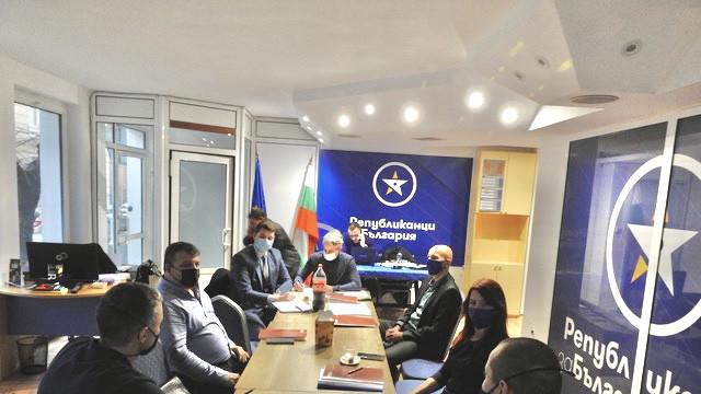"""Водещи юристи от """"Републиканци за България"""" във Варна настояват за спешни промени в правосъдната система"""