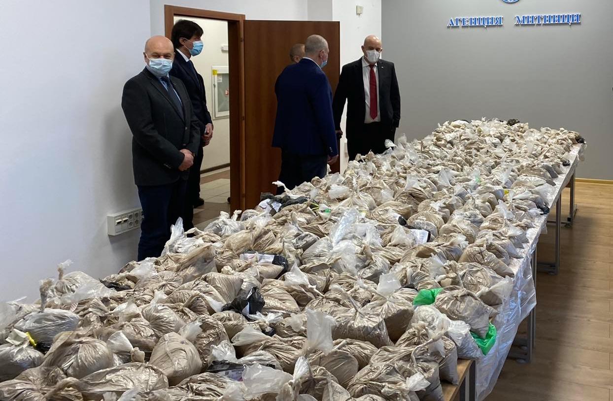 В ареста остават двамата мъже, обвинени в контрабанда на над 400 кг хероин