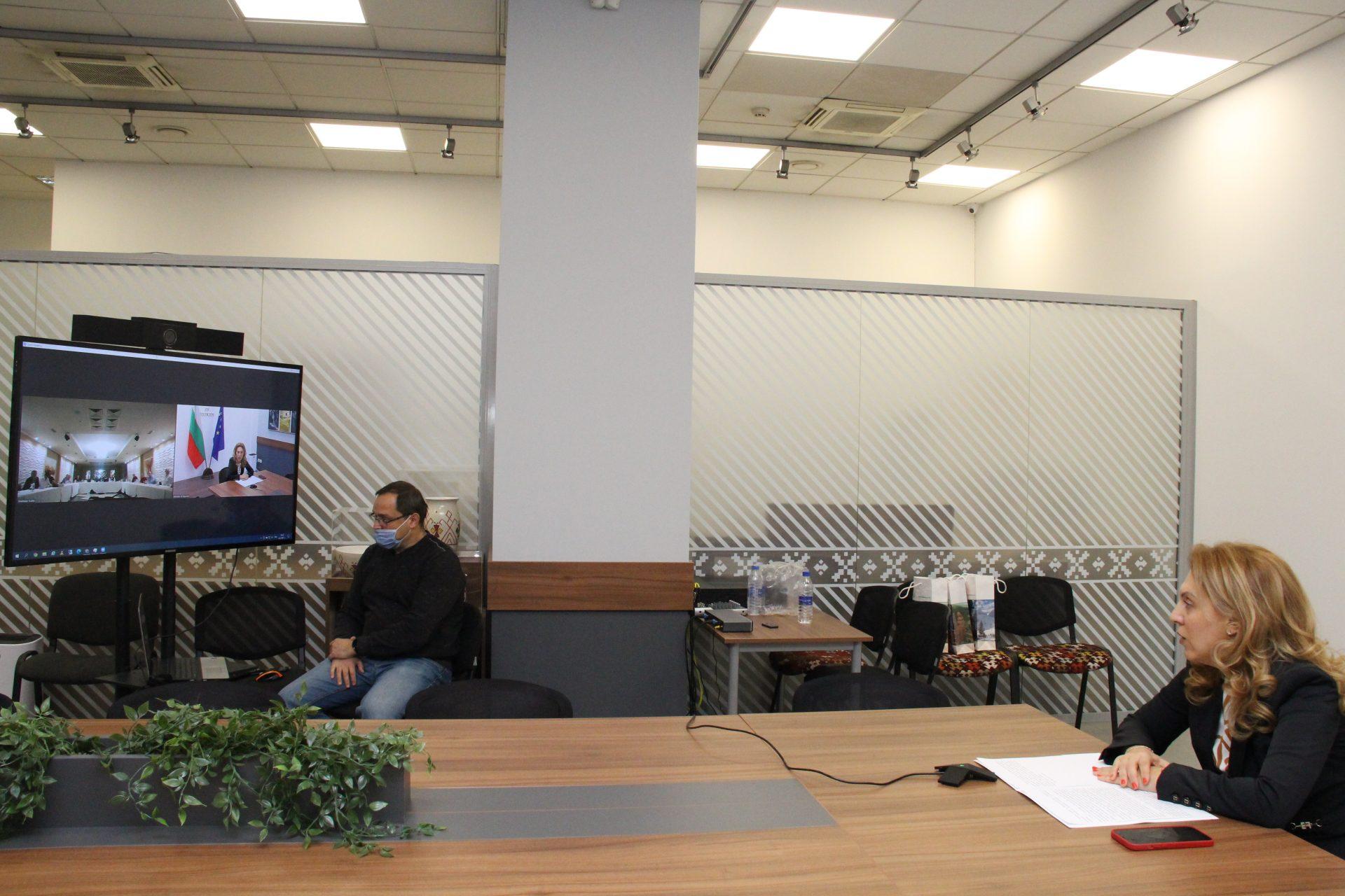Вицепремиерът Марияна Николова приветства членовете на Изпълнителното бюро на БХРА