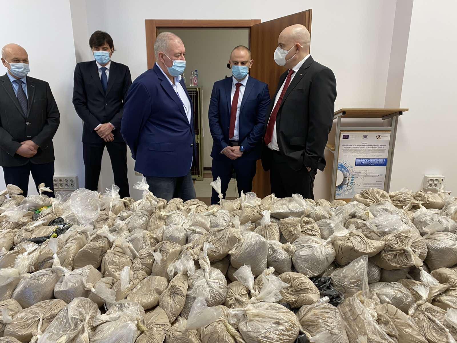 Задържаха над 400 кг хероин във Варна