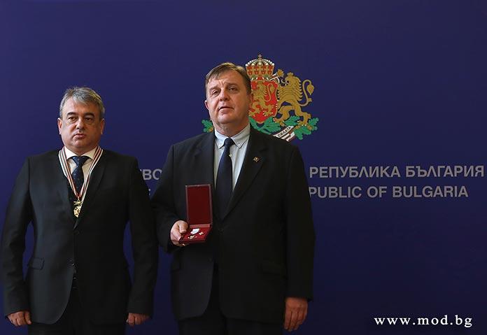 Каракачанов отличи военнослужещи и цивилни експерти за работата им по проектите за модернизация