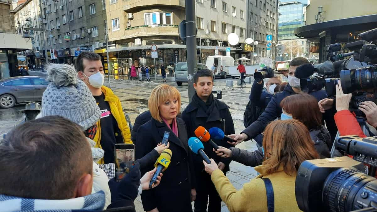 """Манолова: Борисов удължава """"под масата"""" мандатите на шефовете на БНТ и БНР. Да си оттегли законопроекта!"""