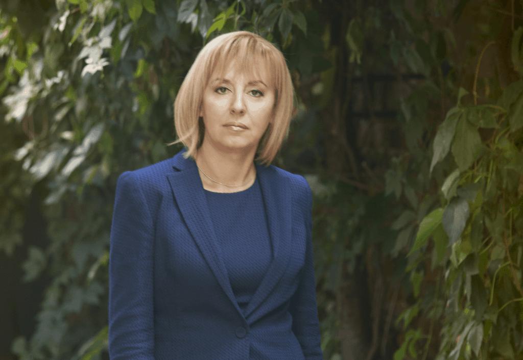 """Манолова пита Борисов за закъснелите ваксини: Защо е сключен договор приоритетно с """"Астра Зенека""""?"""