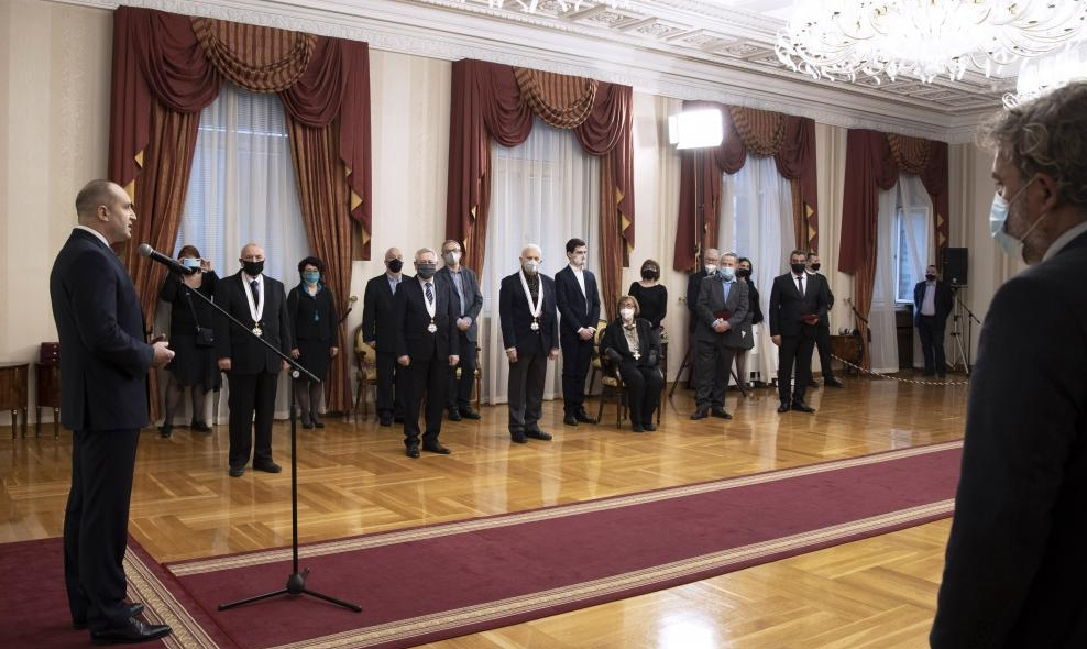 Румен Радев награди изявени българи за постиженията им в развитието на българската култура, изкуство, наука и дипломация