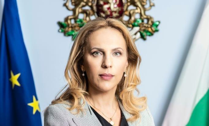Вицепремиерът Марияна Николова: Призовавам работещите в туристическия сектор да се ваксинират в четвърта фаза, която вече е в ход