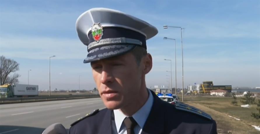 Засилено полицейско присъствие по пътищата към зимните курорти от днес