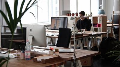 """Министър Сачева определи на областно ниво бизнесите, в които работещите могат да получат компенсации за """"Запази ме"""""""
