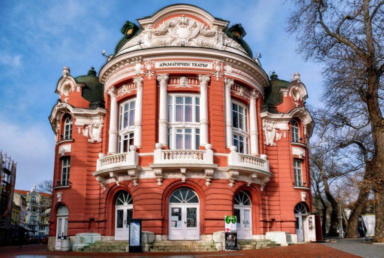 Днес Варненският театър отбелязва 𝟏𝟎𝟎 години