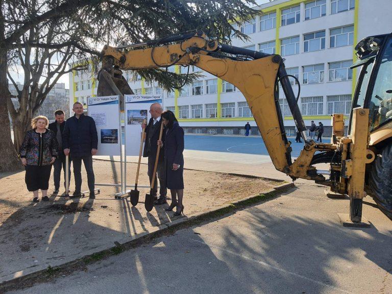 """Започна строителството на физкултурен салон на СУ """"Найден Геров"""""""