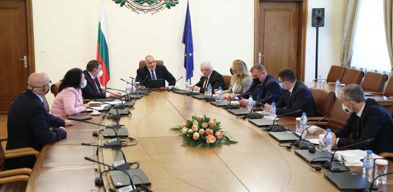 Министър Ангелов докладва на премиера Борисов за епидемичната обстановка в страната